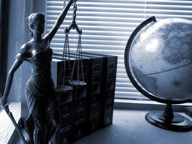 Dame justice et l'abrogation de lois anciennes